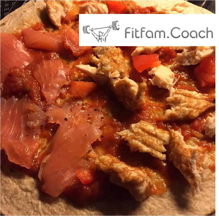 vollkorn-wrap-pizza-mit-lachs-haehnchen